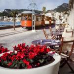 Die romantische Eisenbahn fährt direkt am Hotel vorbei.