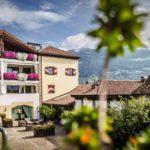 hotelansicht_von_aussen_im_sommer_hotel_ansitz_golserhof
