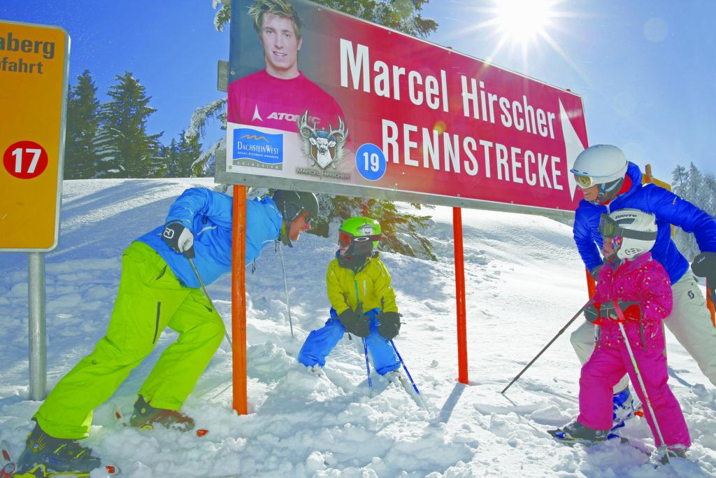 familie_auf_der_skirennstrecke_c_bergbahnen_dachstein_west-h-_raffalt_bergbahnen_dachstein_west