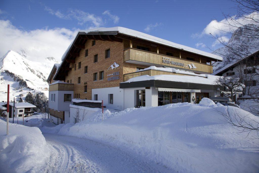 hotel_walserberg_im_schnee_hotel_walserberg